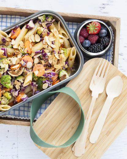 Paste cu legume și salată